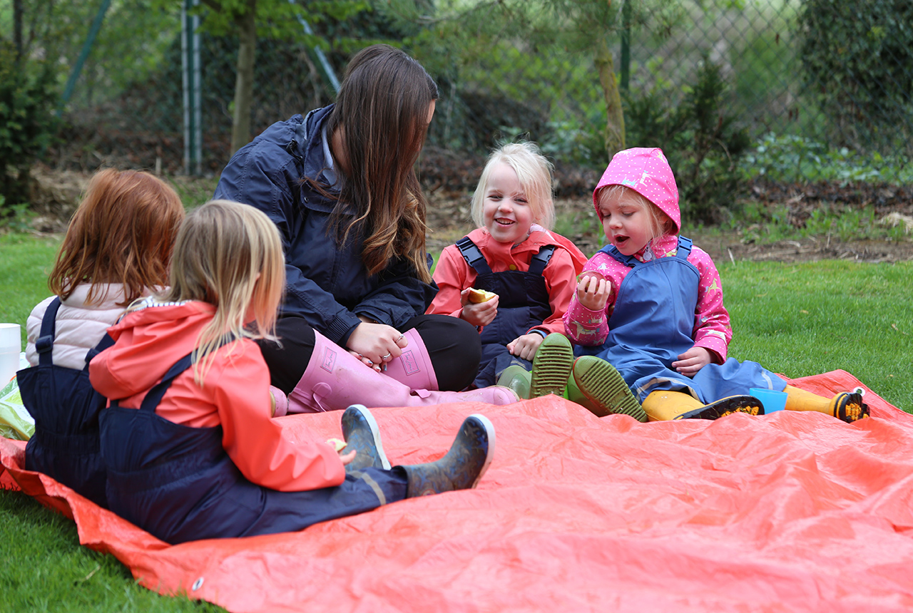 Picnic outside at the Stamford Nursery School