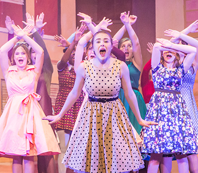 https://www.stamfordschools.org.uk/wp-content/uploads/2019/11/Hairspray-heroimage.jpg
