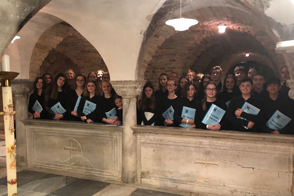 Students sing in Venice